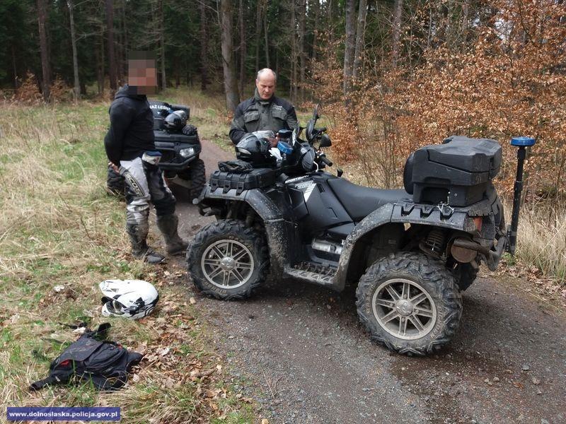 Działania policji istraży leśnej przeciwko nielegalnym rajdom kierowców quadów