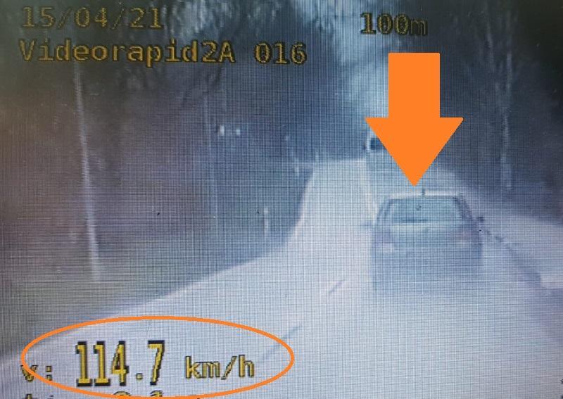 20-latek zlekceważył ograniczenie prędkości wterenie zabudowanym